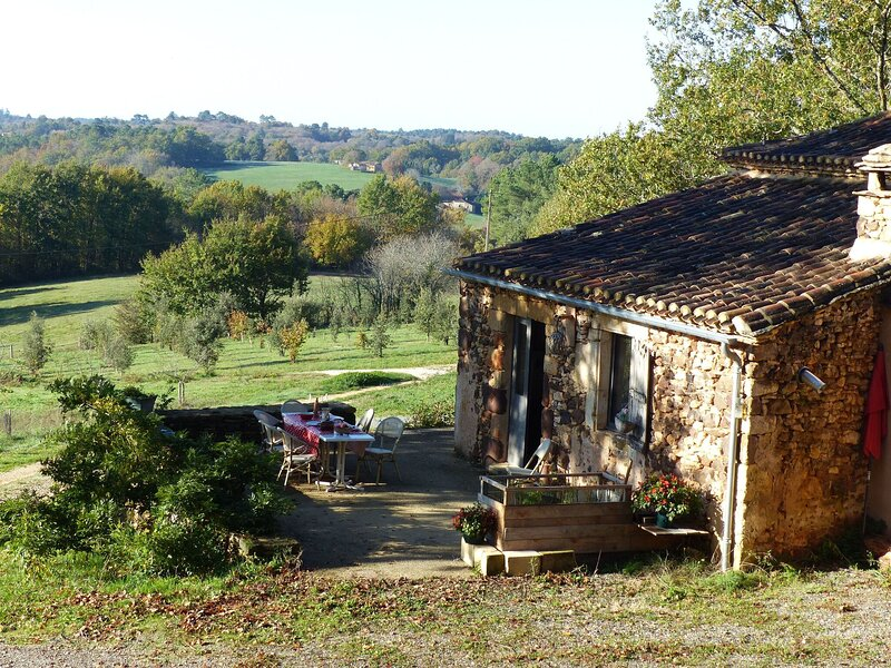 Tranquil Holiday Home in Mazeyrolles with Garden, holiday rental in Capdrot
