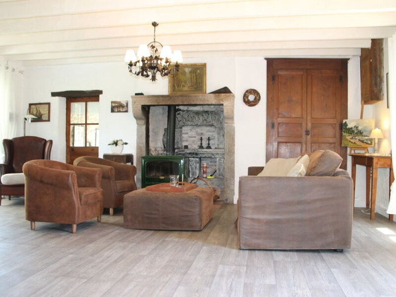 Tranquil Holiday Home in Moureuille with Infrared Sauna, location de vacances à Saint-Gal-sur-Sioule