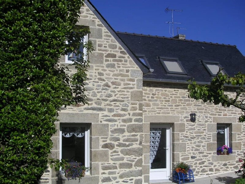 Comfortable Holiday Home in Roscoff with Garden, holiday rental in Ile-de-Batz