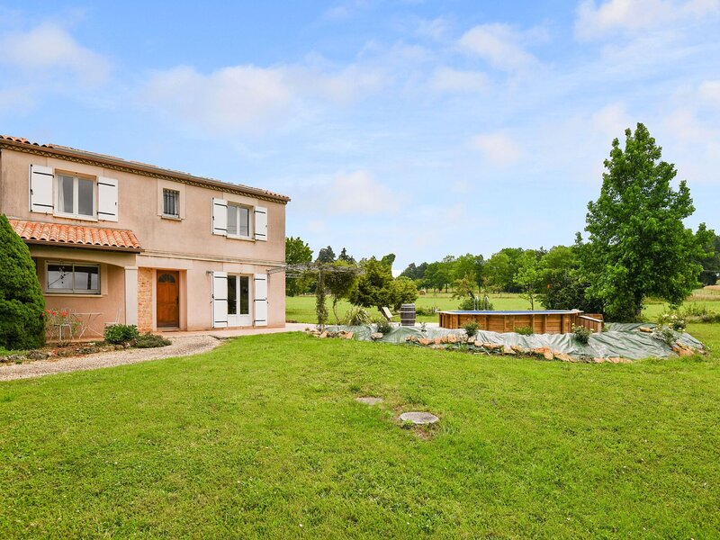 Spacious Holiday Home in Lalinde with Private Pool, location de vacances à Pressignac-Vicq