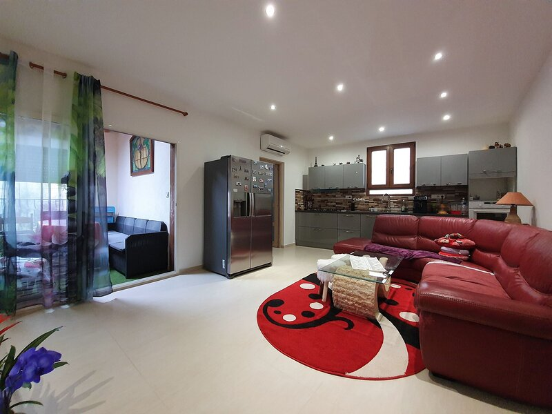 Modern Holiday Home in Puichéric near Kayaking, Camping, holiday rental in Blomac