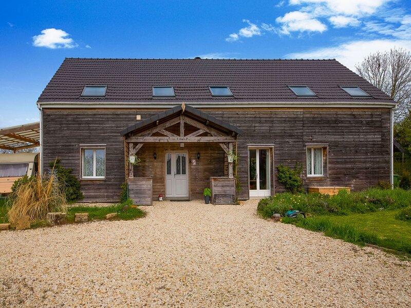 Comfy Holiday Home in Bouconville with Private Pool, aluguéis de temporada em Machault