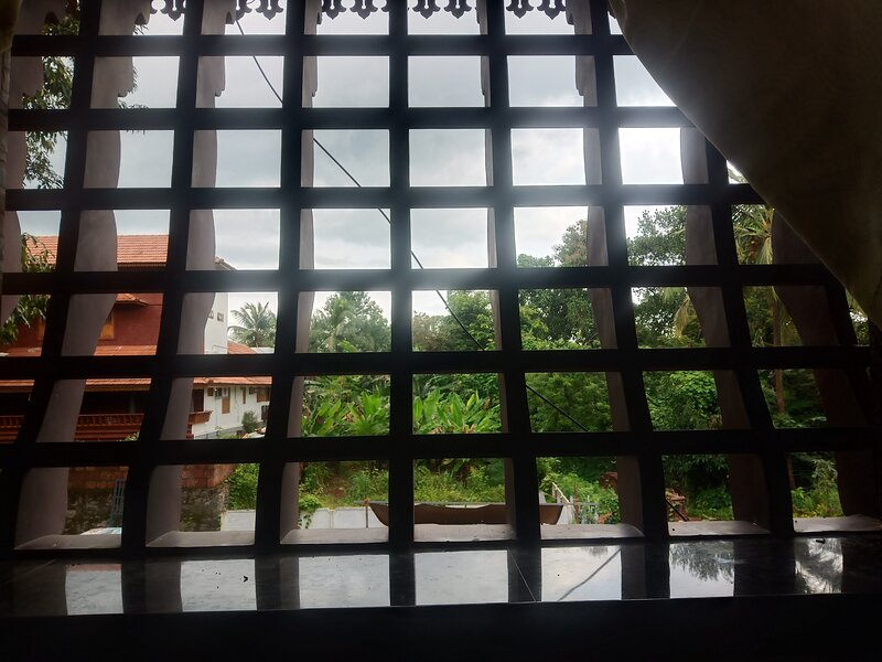 Live a vegeterian life with a traditional namboothiri illam in kerala., vacation rental in Palakkad District