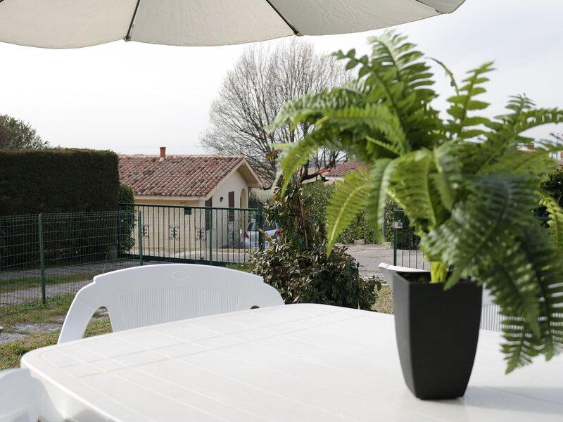Beautiful independent villa in a quiet area, alquiler vacacional en Cisano
