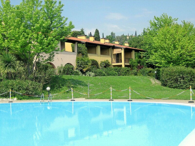Holiday Home in Polpenazze del Garda with Terrace, location de vacances à Soiano Del Lago