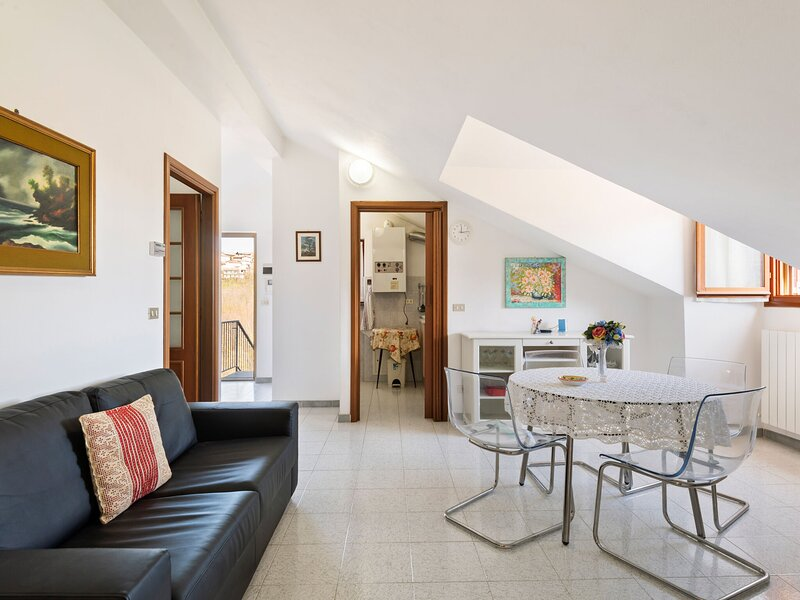 Elegant Apartment in Cassinelle with Garden, holiday rental in Campo Ligure