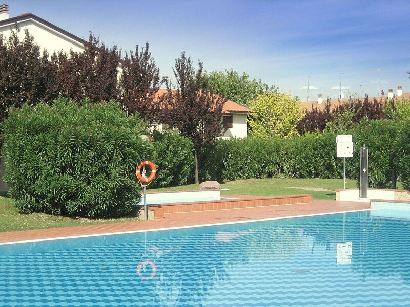 Spacious Holiday home in Lazise with shared Pool, holiday rental in Piovezzano
