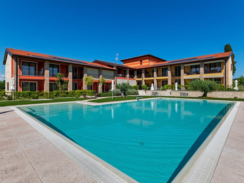 Modern Holiday Home in Lazise with Private Pool, holiday rental in Cola