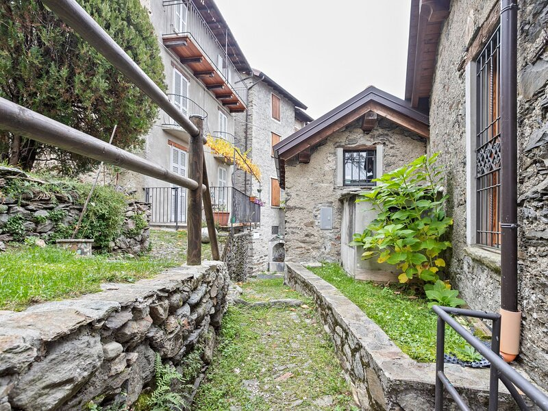 Heavenly Holiday Home in Carcente with Balcony, location de vacances à San Siro