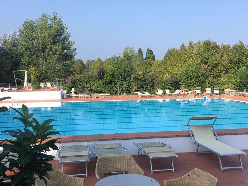 Splendid Apartment in Padenghe Sul Garda BS with Garden, alquiler de vacaciones en Padenghe sul Garda