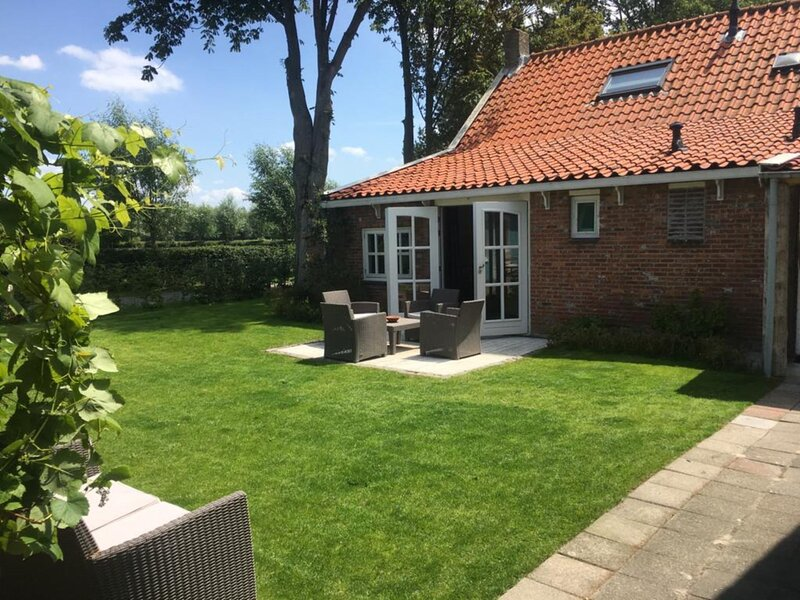 A gem close to the beach, fireplace, large garden, vacation rental in Middelburg