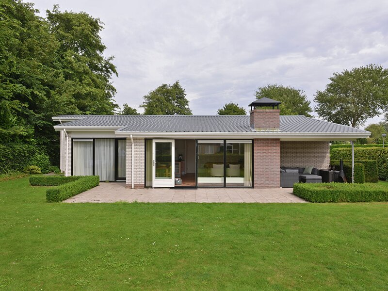 Spacious detached bungalow, ideal for a for a relaxed holiday, vacation rental in Veere