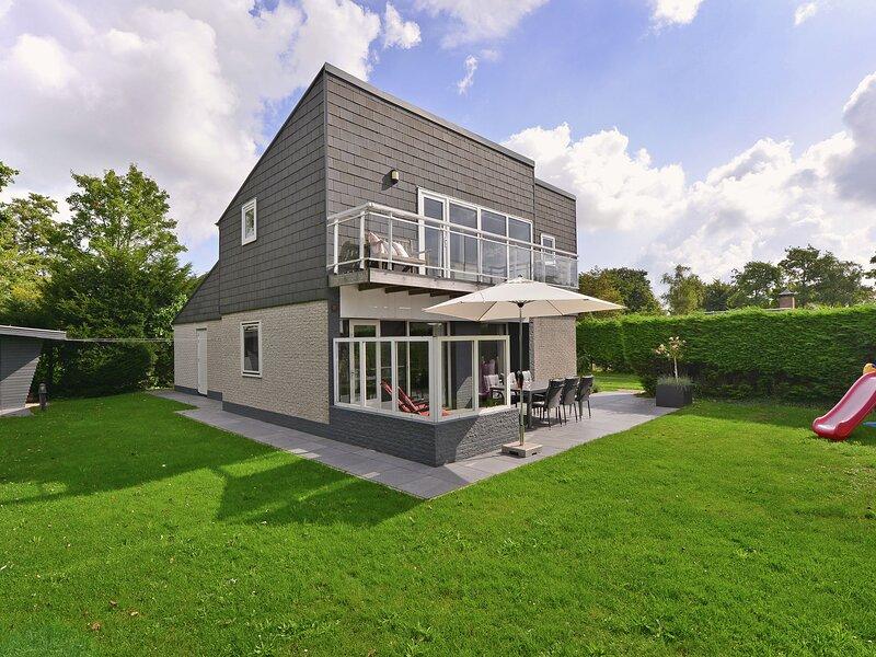 Modern bungalow with panoramic views across Veerse Meer lake, vacation rental in Veere