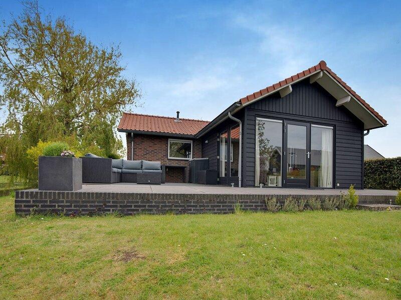 Lovely Holiday Home in Kattendijke with Garden, holiday rental in Baarland
