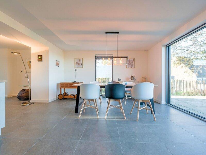 Charming Holiday Home in Biervliet with Private Terrace, holiday rental in Schoondijke