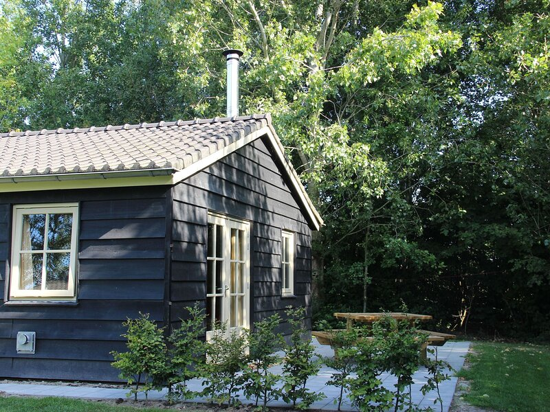 Delightful Holiday Home in Lage Zwaluwe with Garden, holiday rental in Breda