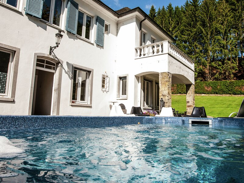 Luxurious countryside holiday home with garden, holiday rental in Malmedy