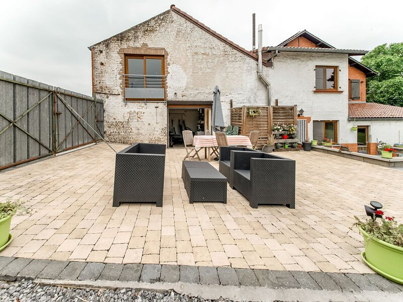 Comfortable and quiet apartment in Thy-le-Château: swimming pool, and terrace, holiday rental in Gerpinnes