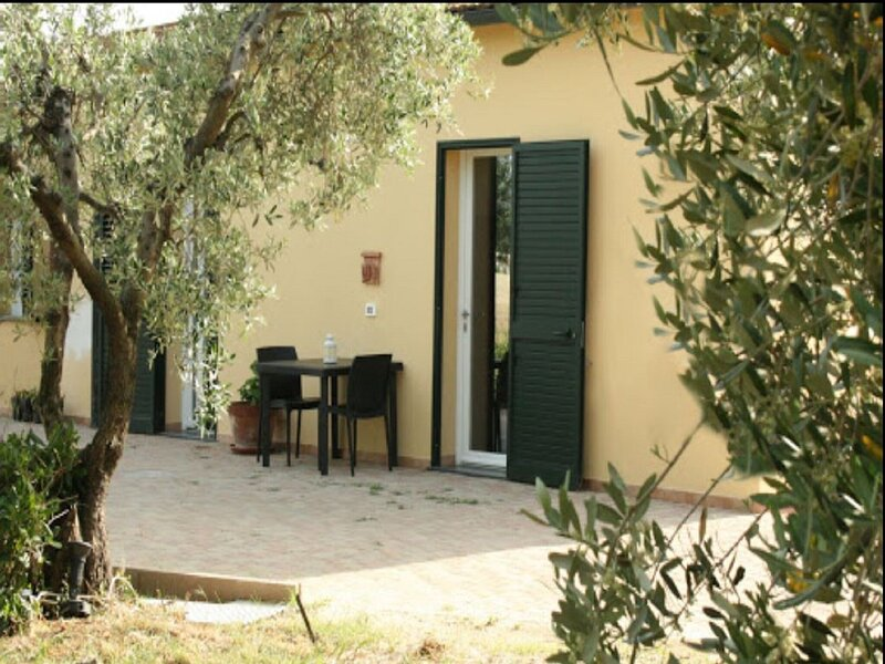 Lovely Holiday Home in Bibbona with Barbecue, alquiler vacacional en Marina di Bibbona