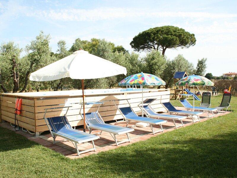 Delightful Holiday Home in Bibbona with Garden, alquiler vacacional en Marina di Bibbona