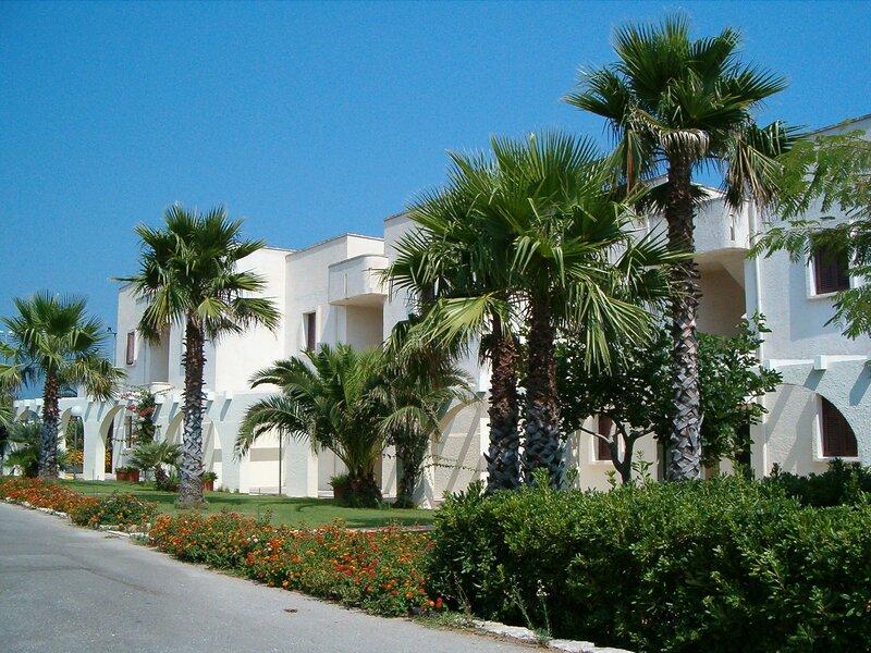 Nice apartment with balcony near the Puglia beach, holiday rental in Costa Merlata