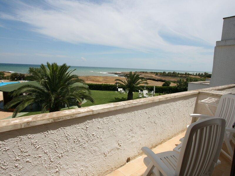 Cozy apartment with balcony near the Puglia beach, holiday rental in Costa Merlata