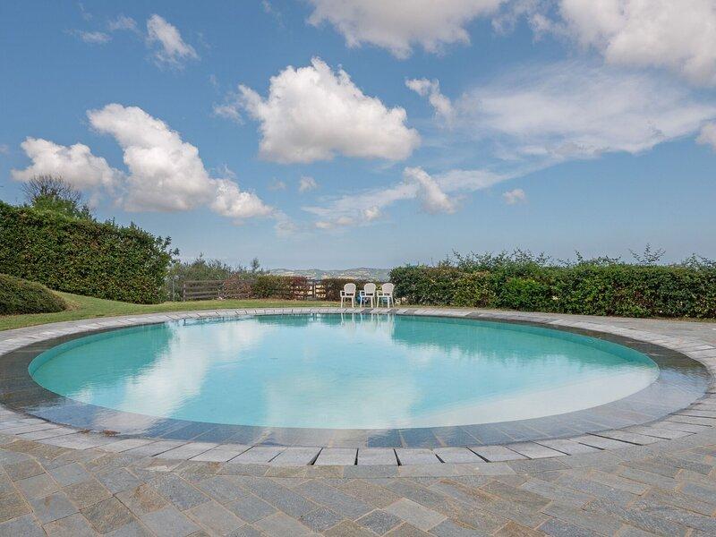 Bewitching Apartment in Mombaroccio with Swimming Pool, aluguéis de temporada em Borgo Pace