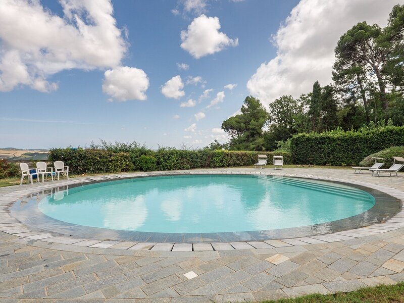 Heritage Holiday Home in Mombaroccio with Garden, aluguéis de temporada em Borgo Pace