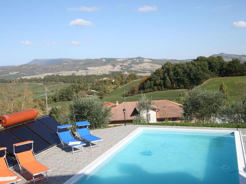 Beautiful villa in Cagli with private garden and barbeque, location de vacances à Cagli