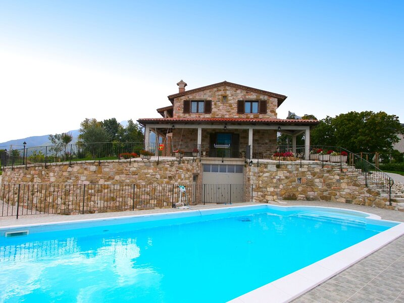 Scenic holiday home in Cagli with roofed terrace and bbq, location de vacances à Cagli