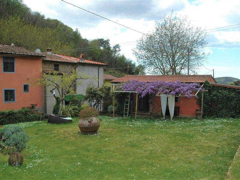Simplistic Holiday Home in Molina di Quosa with Terrace, location de vacances à Vecchiano