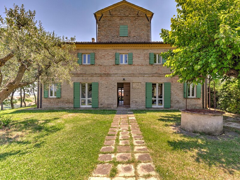 Alluring Holiday Home in San Silvestro with Swimming Pool, holiday rental in Monte San Vito