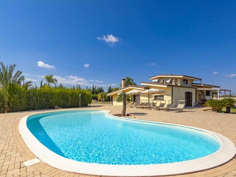 Inviting Holiday Home in Melissano with Swimming Pool, holiday rental in Melissano