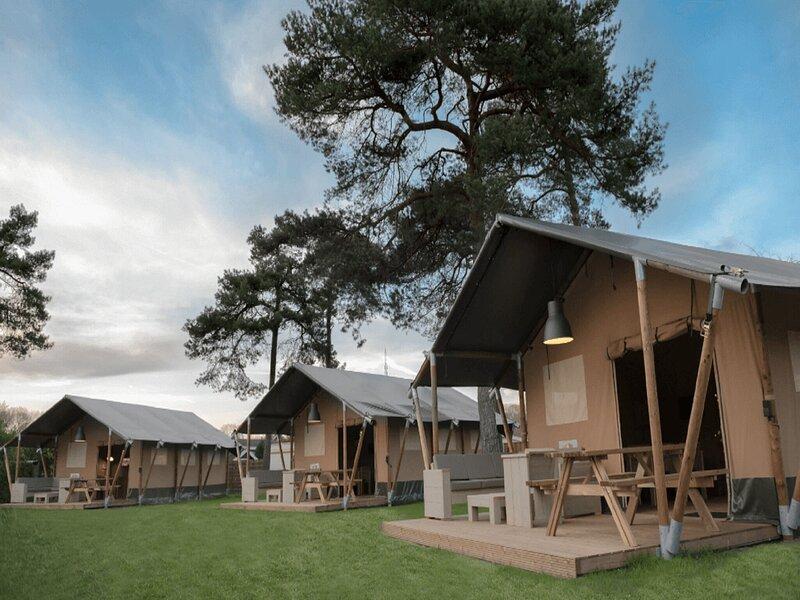 Glamping tent with sanitary facilities in Twente, alquiler vacacional en Enschede