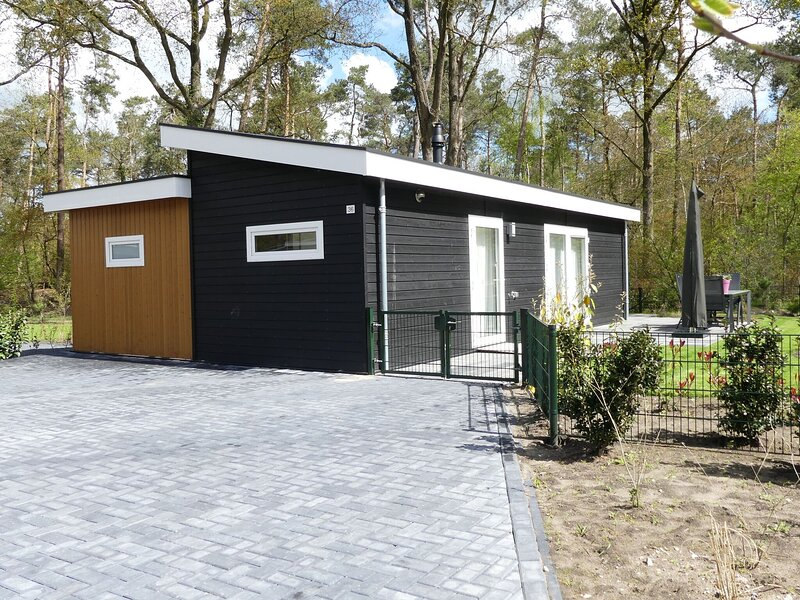Modern chalet for the disabled, at the forest, holiday rental in Zwolle