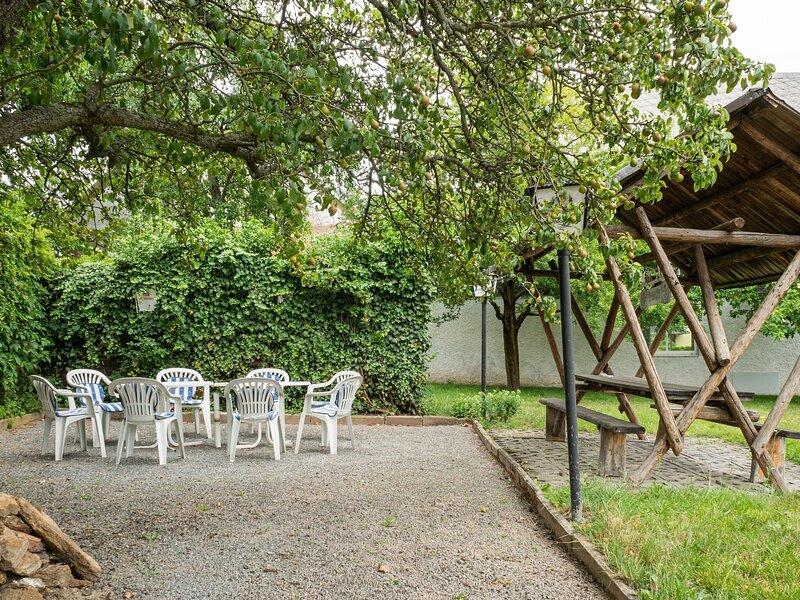 Charming Apartment in Braunichswalde near Forest, Ferienwohnung in Altenburg