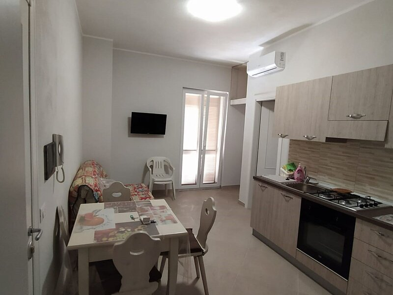 Simplistic Apartment in Cirò Marina with Balcony, alquiler vacacional en Strongoli