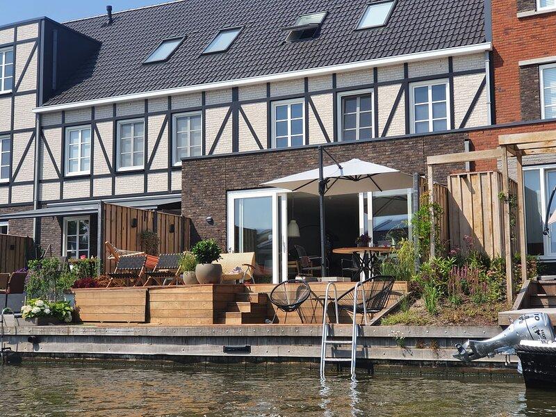 Spacious Holiday Home in Alkmaar with Garden, aluguéis de temporada em Hensbroek