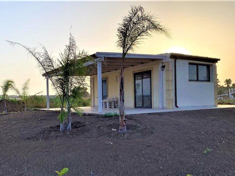 Pleasant Villa in Noto with Veranda, location de vacances à Reitani