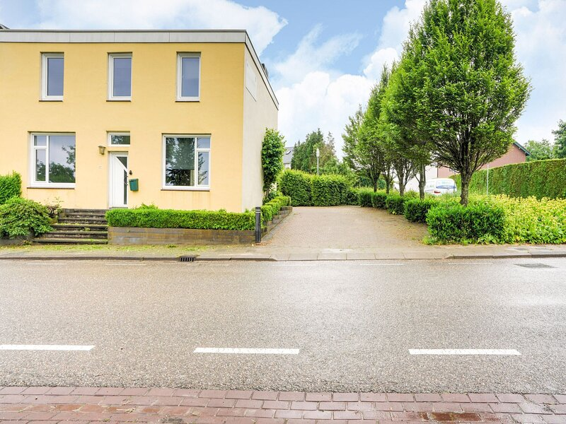 Charming Holiday Home in Vijlen with Garden, holiday rental in Mechelen
