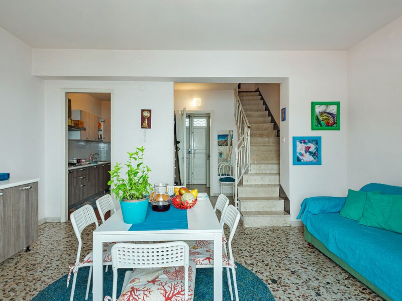 Serene Holiday Home in Acireale Near the Sea, holiday rental in Capo Mulini