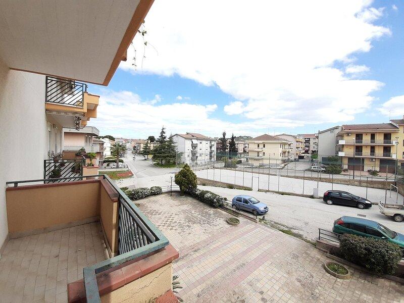 Urbane Holiday Home in Delia near Castello Normanno, location de vacances à Caltanissetta