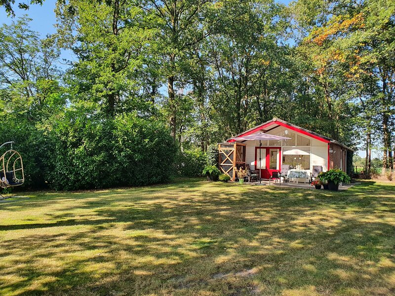 Secluded Holiday Home in Holten near Forest, holiday rental in Holten