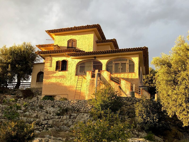 Special holiday home in Noto with terrace in nature reserve, holiday rental in Maeggio