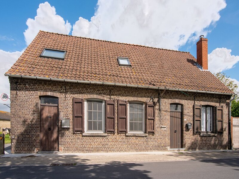 Tasteful Holiday Home in Loppem with Jacuzzi, casa vacanza a Torhout