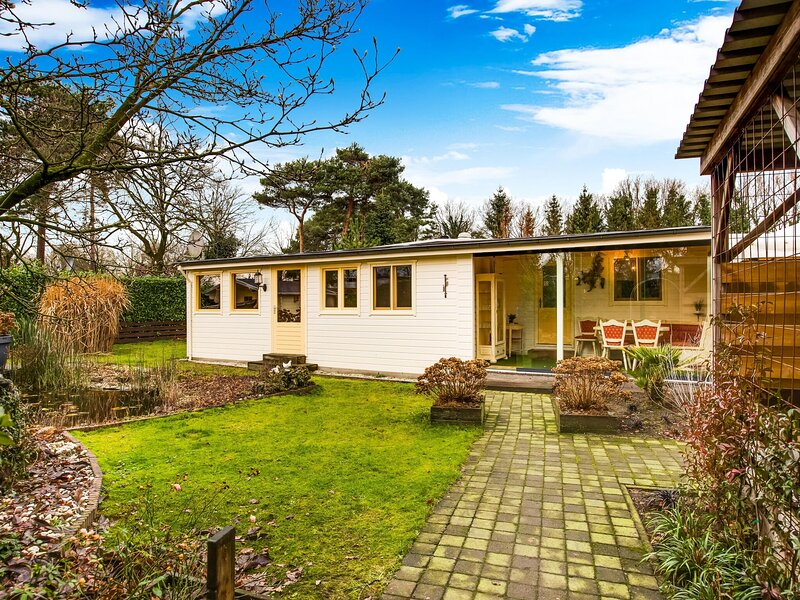 Majestic Bungalow in Meerlo with a Large Garden and Fence, alquiler vacacional en Venray