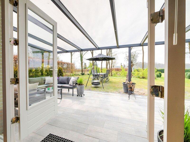 Magnanimous Holiday Home in Schoonloo with Jacuzzi, alquiler vacacional en Ellertshaar
