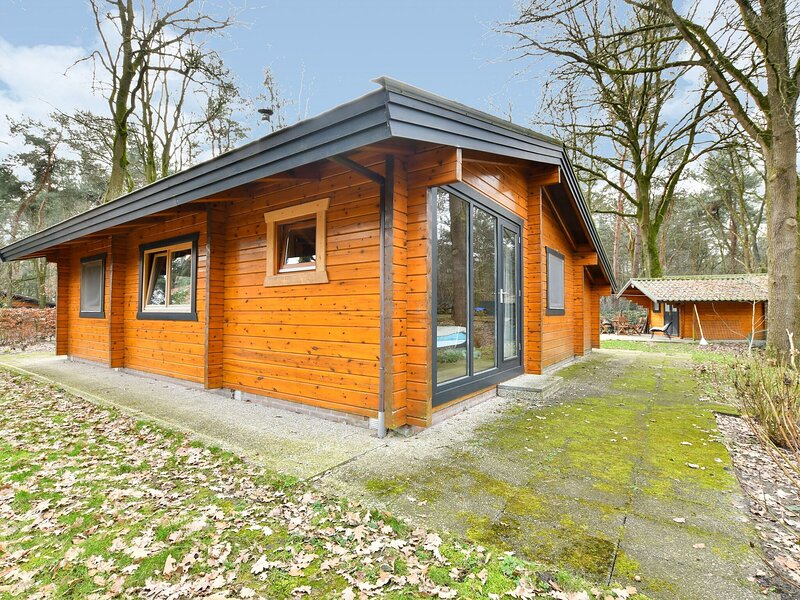 Wooden Holiday Home in Meijel with Private Garden, location de vacances à Roggel