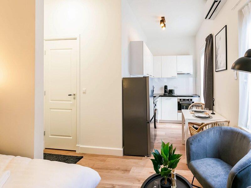 Serene Apartment in Den Haag near Seabeach, holiday rental in Scheveningen