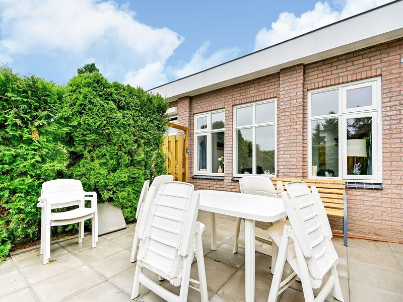 Alluring Holiday Home in Putten with Garden, Ferienwohnung in Nijkerk